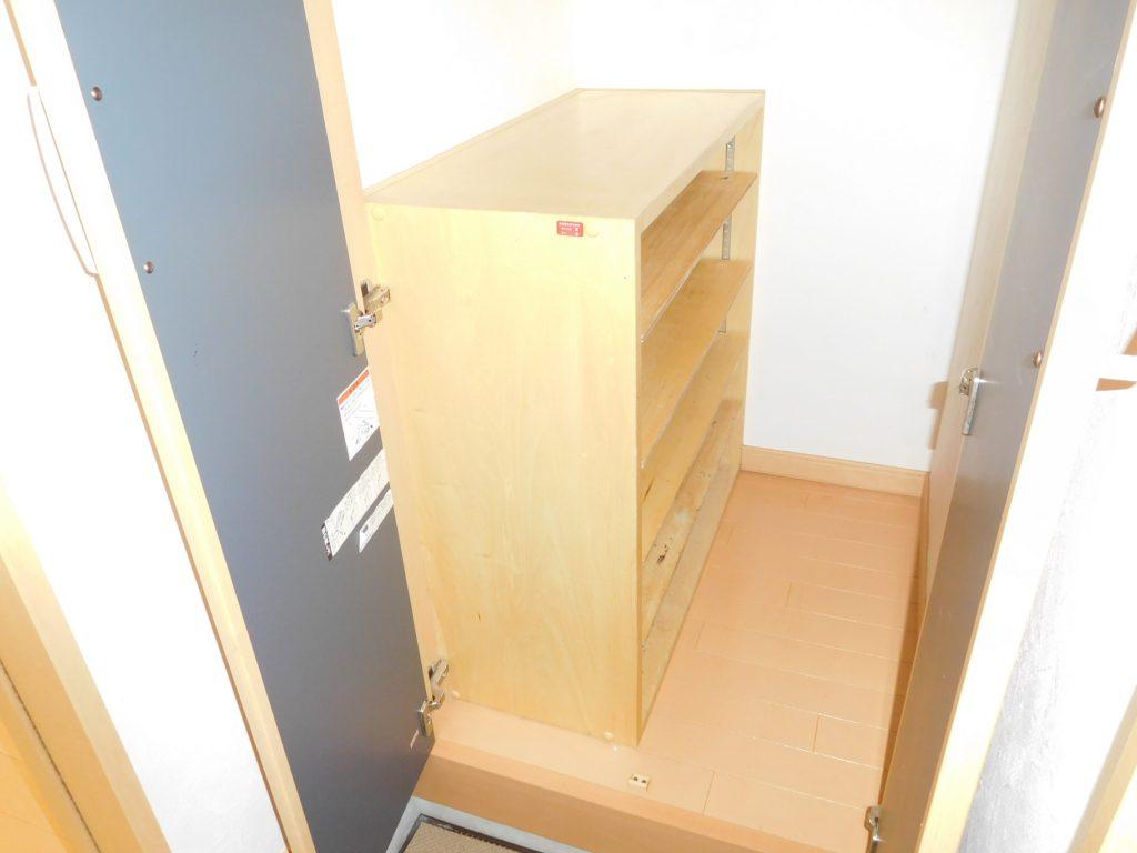 玄関横の大容量クローゼット