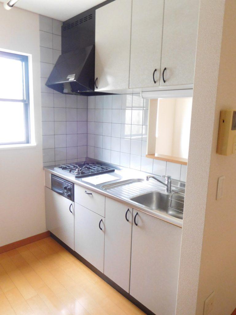 小窓が嬉しいキッチン