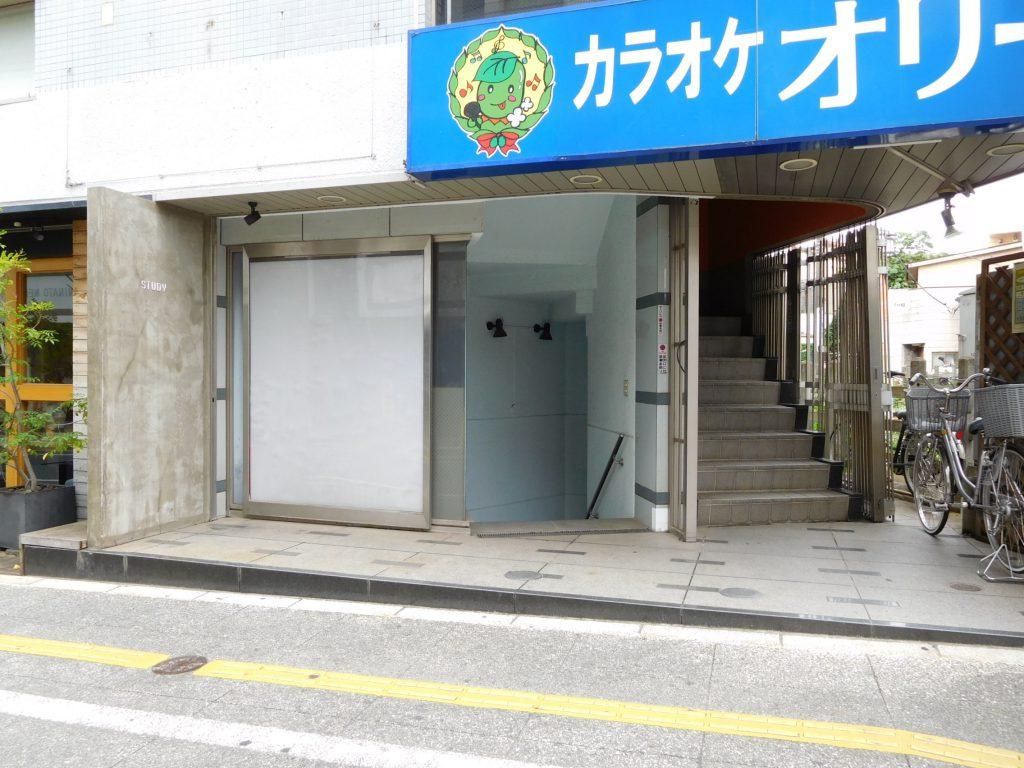 地下への入口(外観)