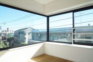 さまざまな風景を切り取る窓が特徴のワンルームです。