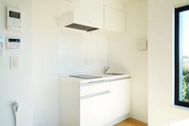 キッチンはシンプルかつ、ひとりなら充実な設備。