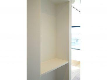 洋室の入り口付近には小さなディスプレイスペースが。