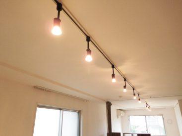 お部屋をやさしく照らすスポットライト