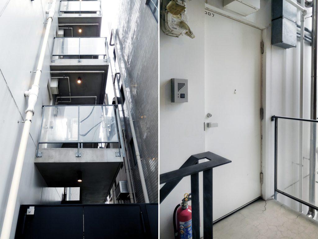 建物横に続く階段からも、お部屋に入ることができます。