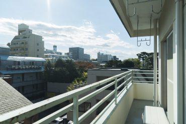 角部屋特有のベランダが広い、4階からの景色もなかなか良いです