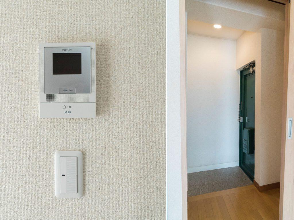 モニター付きインターフォン・マグネットがひっつく扉が個人的に凄く好き(玄関)