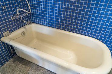 ゆったり肩まで浸かれそうな浴槽。