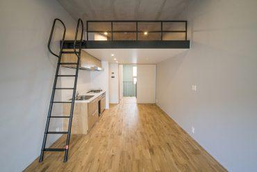 ロフトのある洋室は天井が高い。