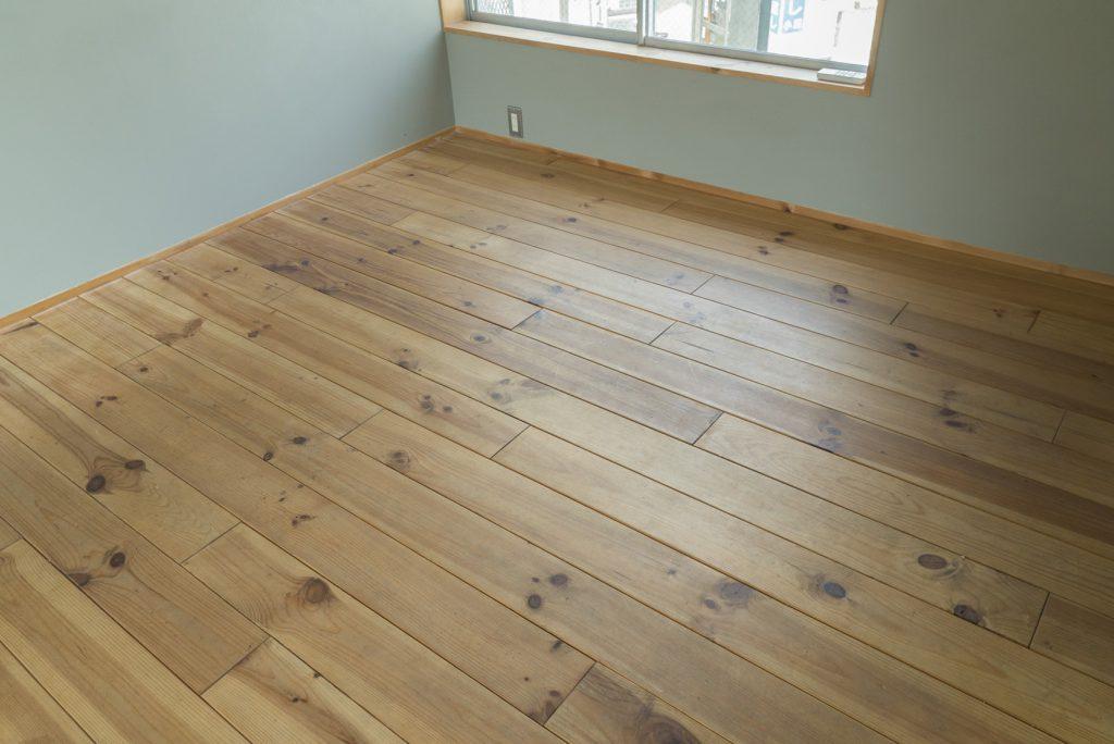 無垢材の床です。月日が経つごとにいい味をだしていく。
