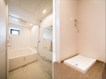 まっさらなお風呂。洗濯機置き場。