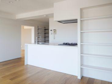 対面式のキッチン。窓の外の眺望を眺めながら、気持ちよくお料理できます。