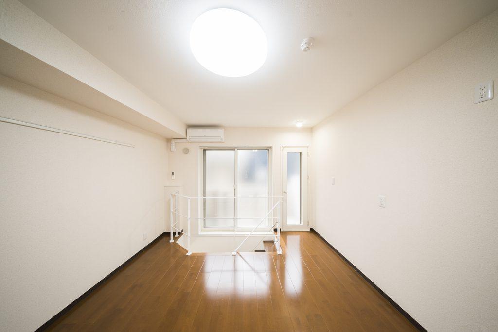 1階から地下1階のメゾネットタイプのお部屋。