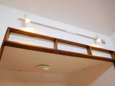 天井付近のこの収納はどう使いましょう?私ならドライフラワーを飾ります。