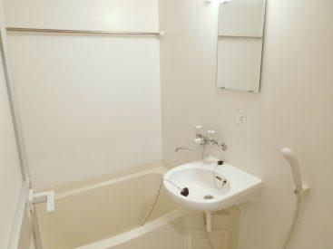バスルームには浴室乾燥機がついています。