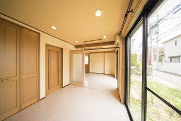 ダイニングキッチンと洋室は、真ん中の仕切り扉を開ければかなり開放的。