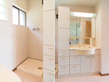洗濯機置き場、収納たっぷりの洗面。