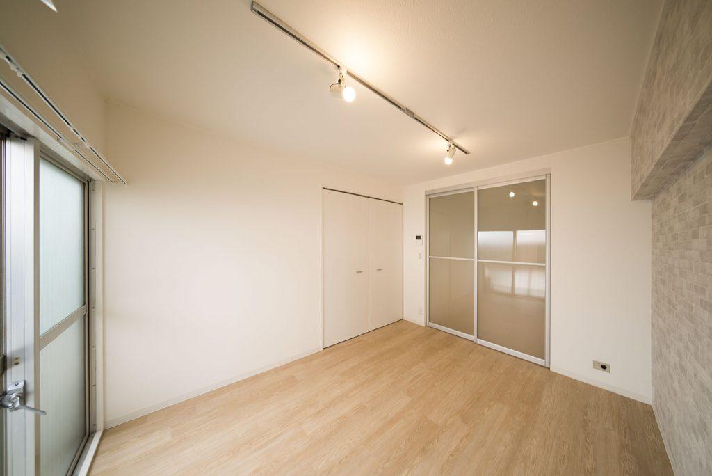 キッチンとの扉も半透明で、閉め切った感じがないのもきゅうくつさを感じさせないポイント。