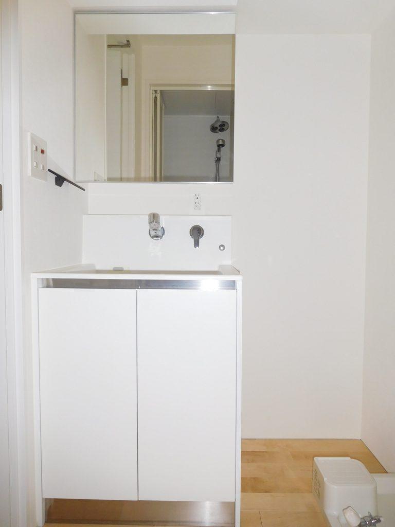 脱衣所に独立洗面台あります