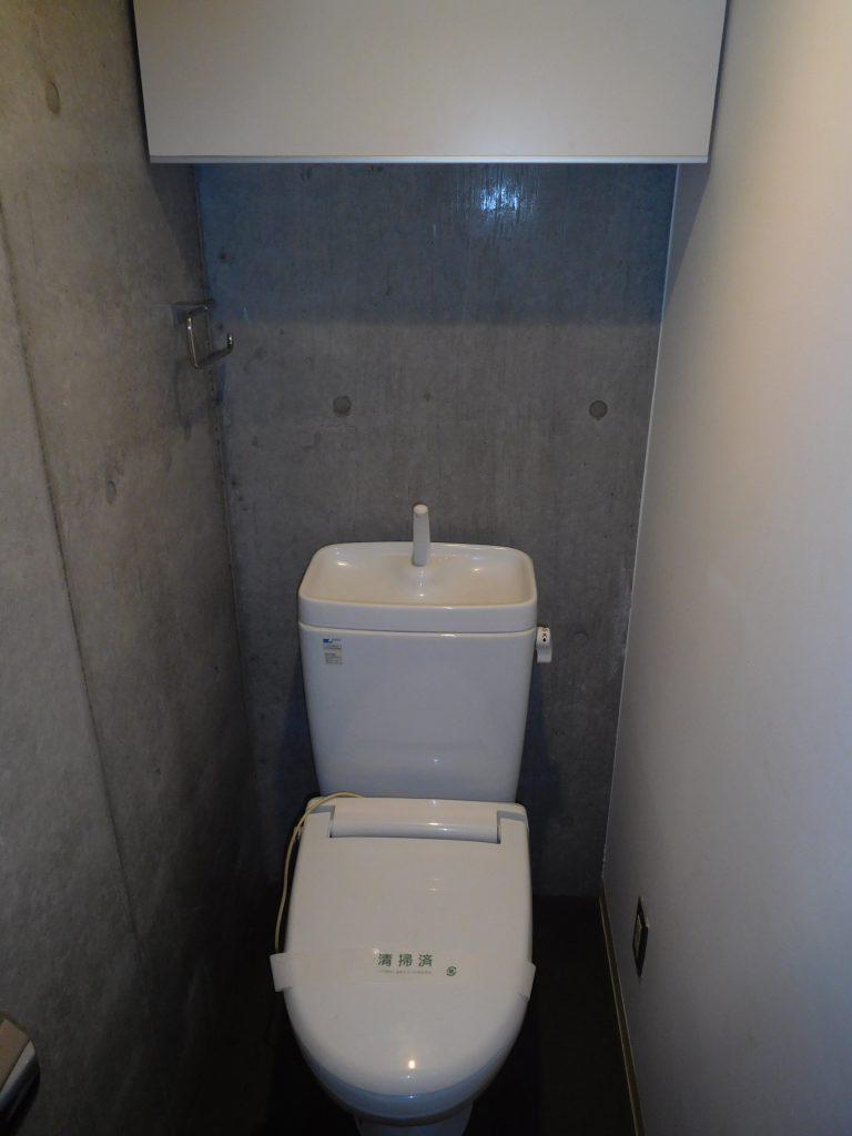 トイレもコンクリ使用です
