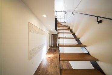 2階建の一軒家。1階の玄関先から素敵なお家だと確信しました。