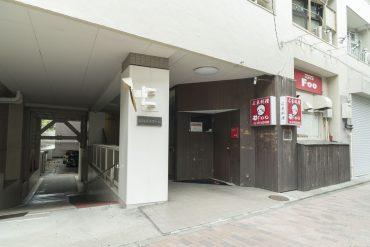 1階入り口横には中華料理のお店があります(外観)