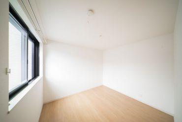 2階にはベッドルームとなる洋室がひとつ。