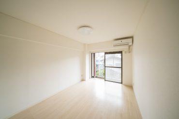 洋室その1。内装はシンプルです。