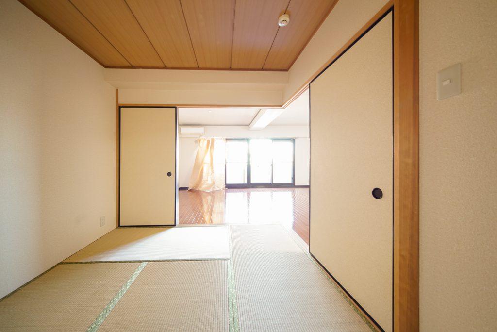 和室6帖からリビングを見るとこんな感じです。