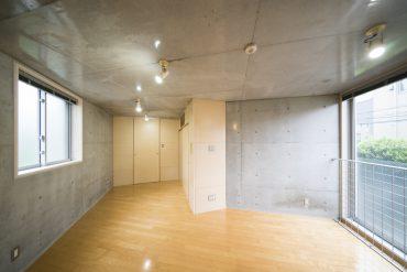 2階は左右二面採光で、全体的にとっても明るい。