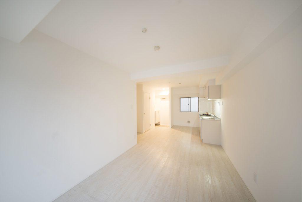 5階建マンション4階の一室。