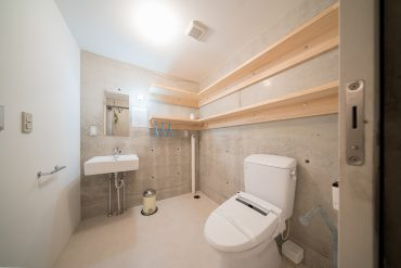 洗面台、トイレ、洗濯スペースの様子。