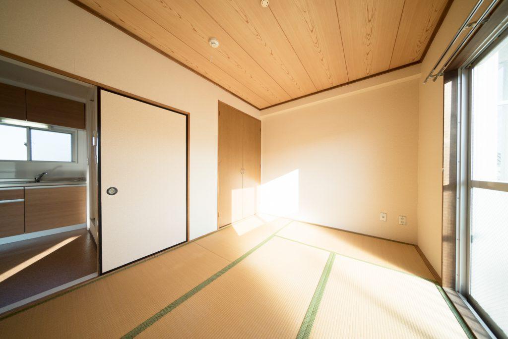 日当たりがよすぎる和室6帖。