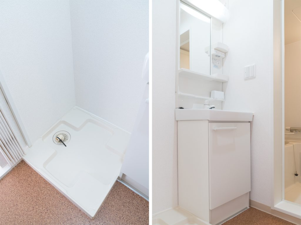 室内洗濯機置き場と独立洗面台。