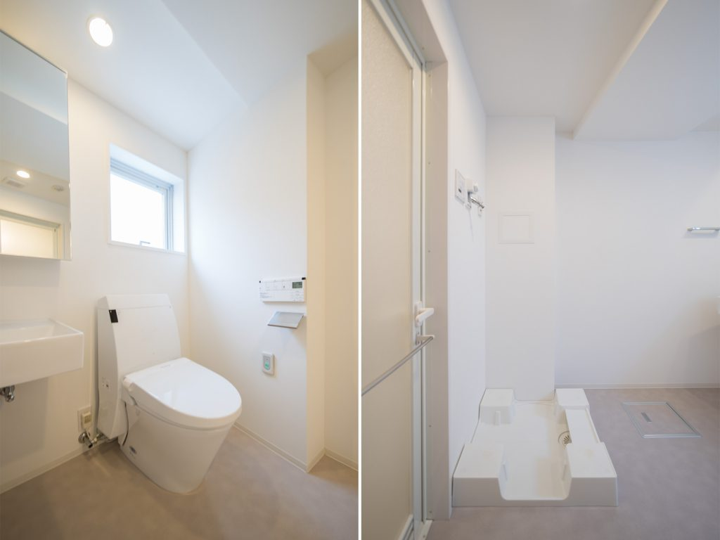トイレはオープンなつくり。洗濯機置き場も浴室のとなりをキープ。