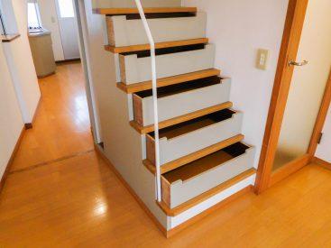 階段は引き出しになってます!(内装)