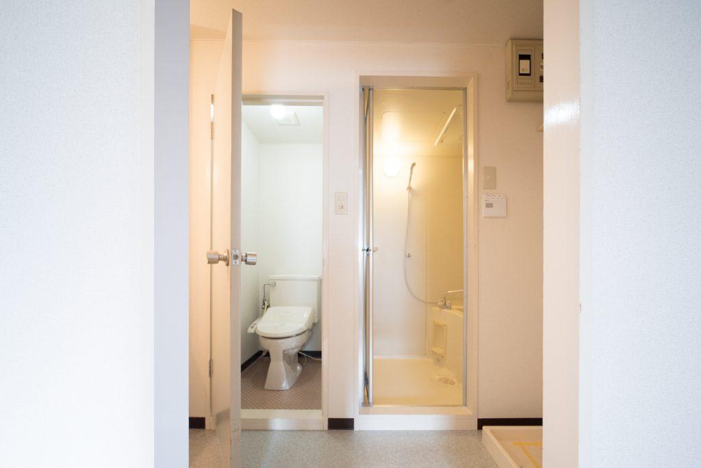トイレと洗面スペースは別々。