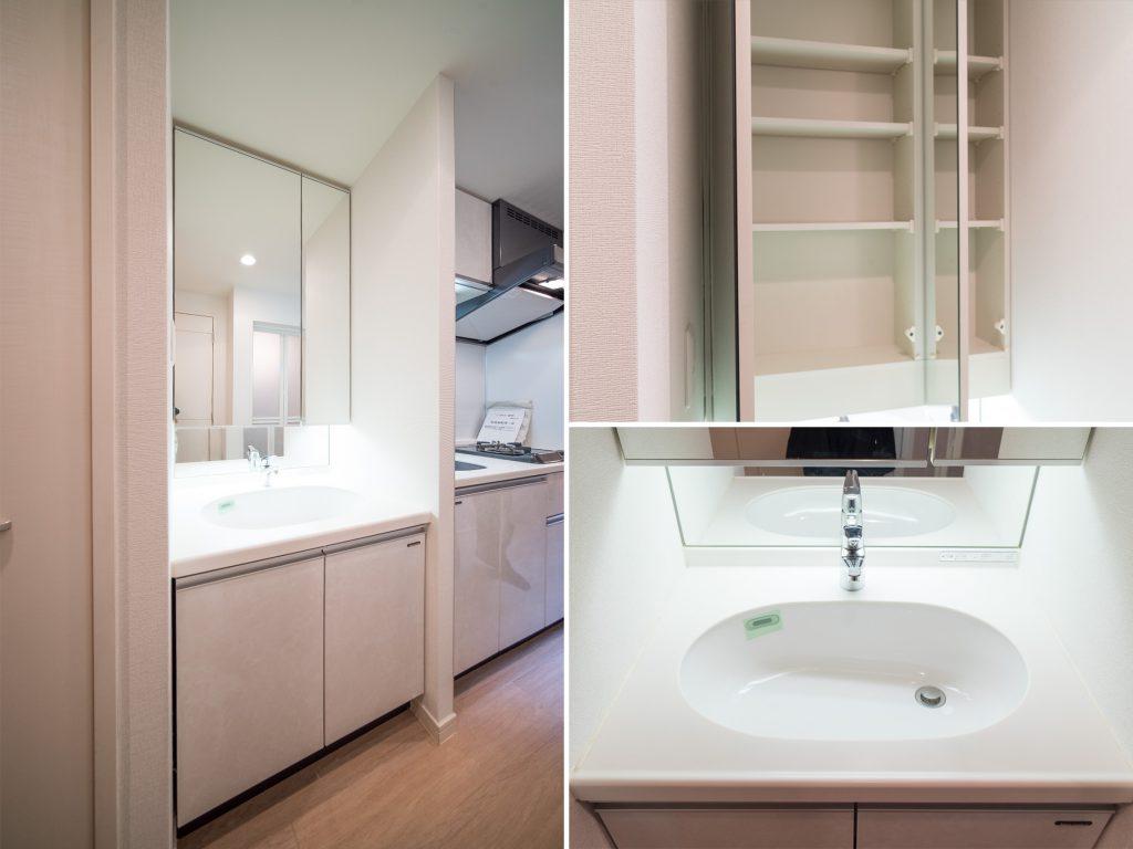 大きな鏡と収納がたっぷりと付いた洗面台。