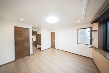 キッチンとリビングを扉で仕切り、ねこさんの安全を守ります。