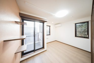 2018年11月の新築、そして完全ねこ専用アパートの一室。