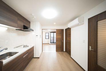 料理中はキッチンとリビングを扉で仕切り、ねこさんの安全を確保。