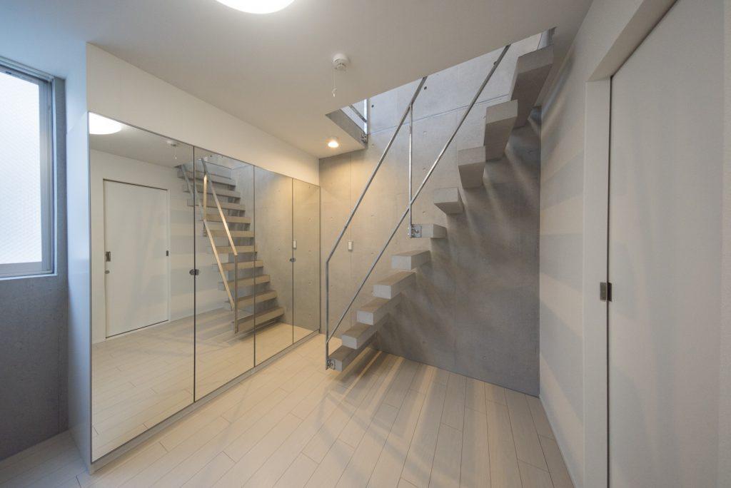階段がおしゃれですな…(内装)