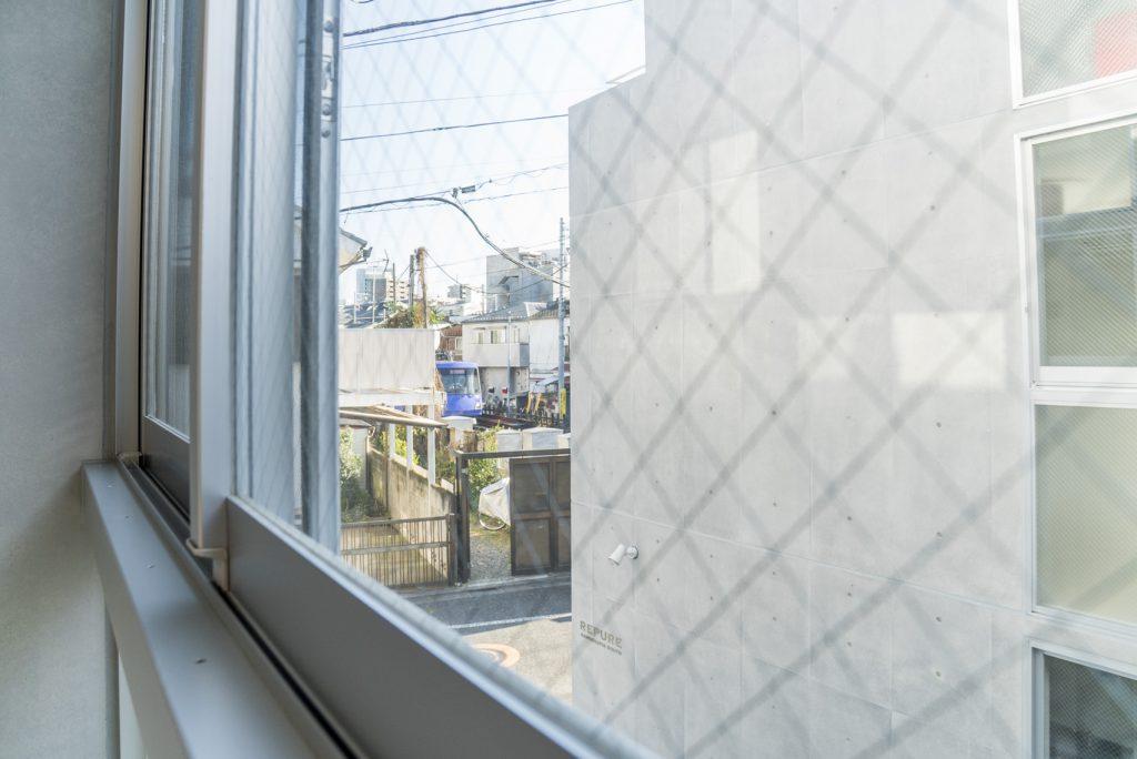 窓から世田谷線がチラリ(内装)