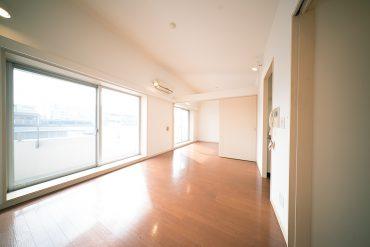 明るい日差しの差し込むお部屋。
