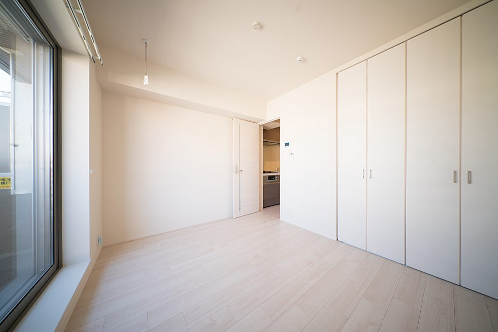 明るいお部屋。新築ならではのまっさらな清潔感がこのお部屋の特徴。