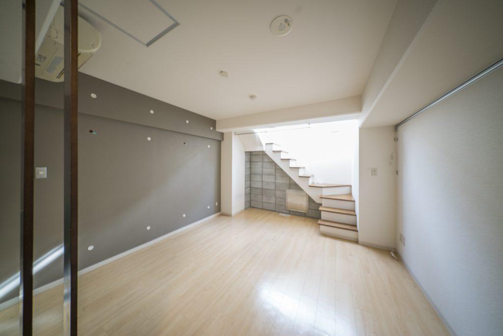 マンションの地下1階が、今回のお部屋。