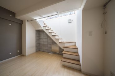 お部屋の中に階段!避難口、採光として。