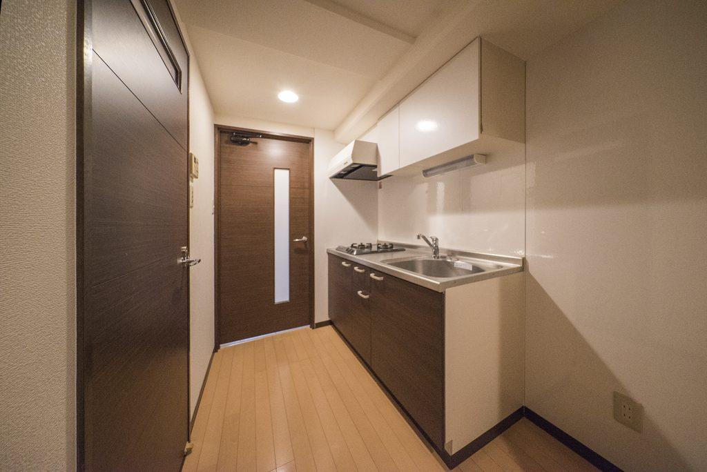 キッチンは玄関先に。