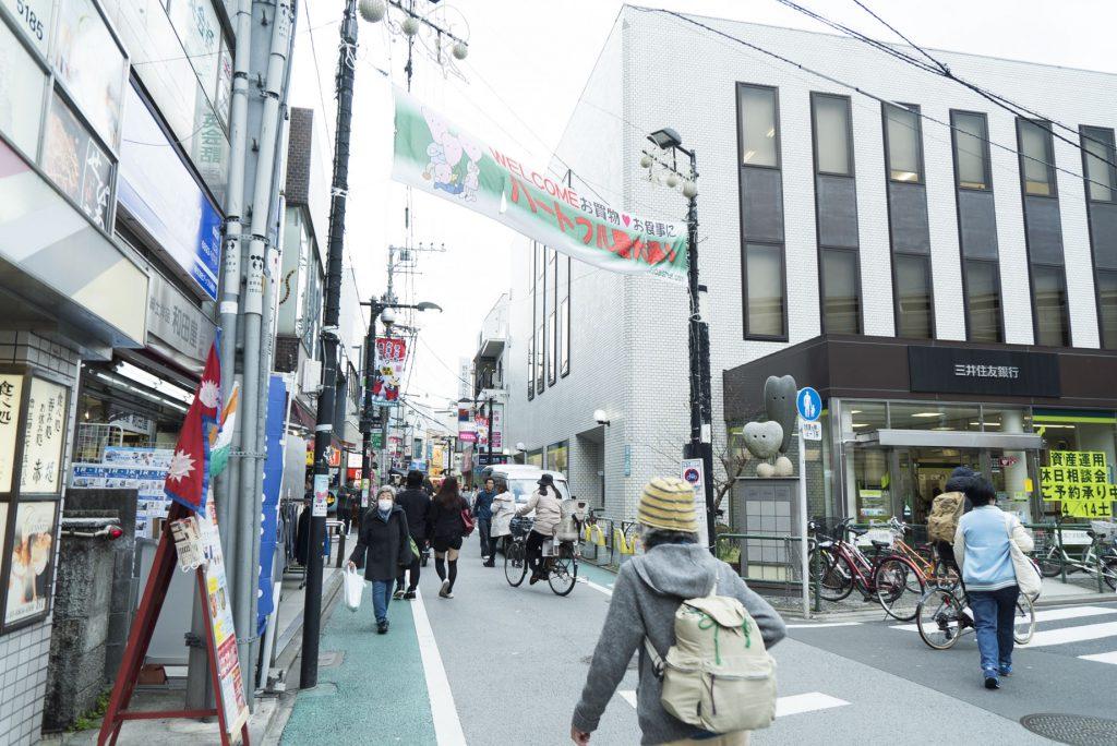 農大通りの商店街入り口