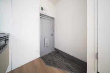 玄関はひろめ。シューズボックスはまっしろか、木製のか、どうしよう。
