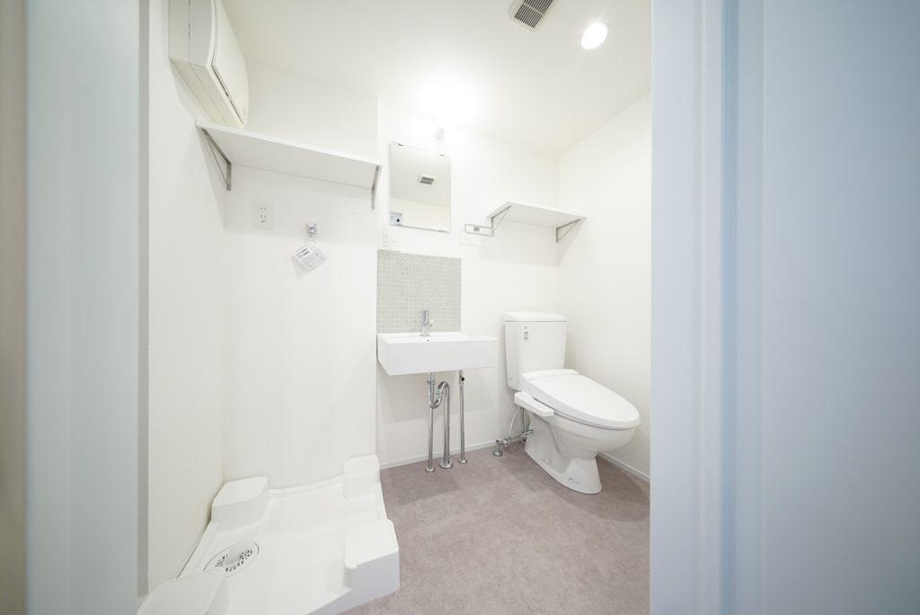 トイレと洗面台、洗濯機置き場がひとまとまりに。